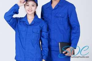 Xưởng may áo xanh công nhân chất lượng